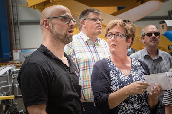 Bettina Remmert nimmt an einer Gruse Betriebsführung teil
